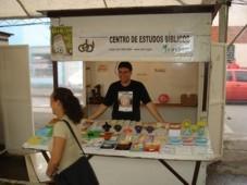 Iniciativa do CEBI sorteia livros entre visitantes da feira
