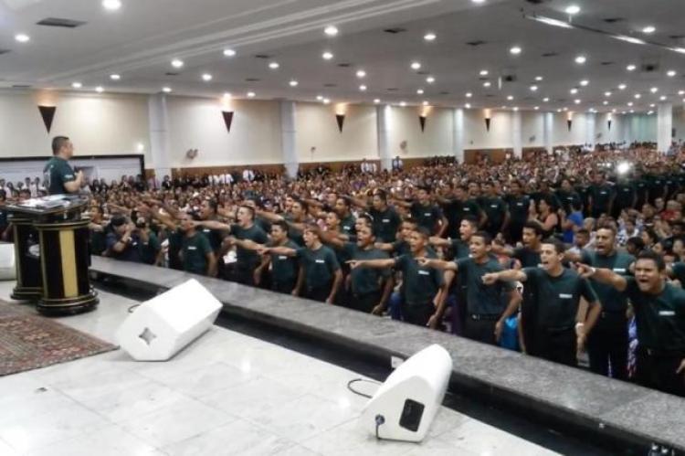Polêmica: o exército da Igreja Universal
