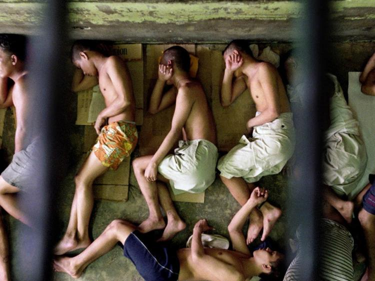 Para barrar maioridade penal, governo quer endurecer pena de quem coopta crianças