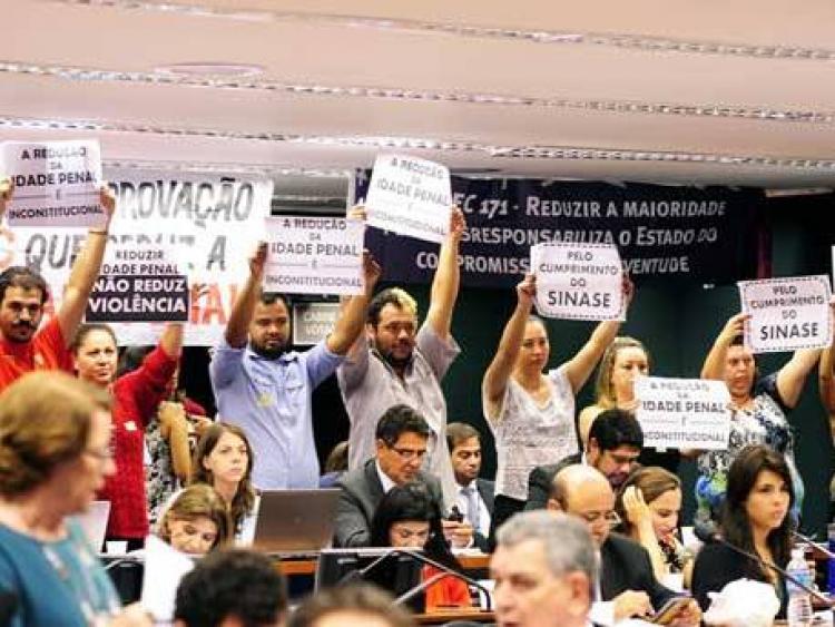 Movimentos sociais se mobilizam contra votação da redução da maioridade penal