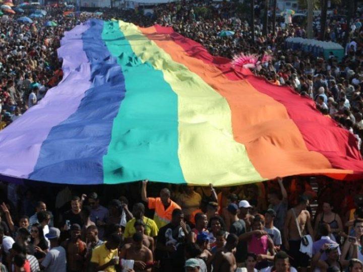 """""""causou"""" na cruz da Parada Gay - [Nancy Cardoso Pereira]"""
