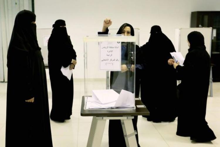 Contra todos os prognósticos, Arábia Saudita elege ao menos 17 mulheres
