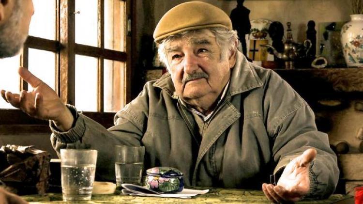 'Os únicos derrotados são os que deixam de lutar', diz Mujica