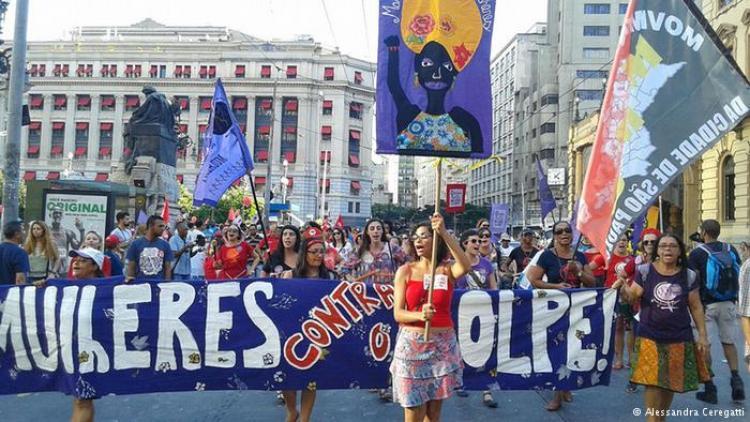 O que mulheres brasileiras pensam sobre o governo masculino de Michel Temer
