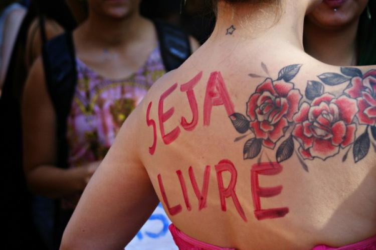 Nove em cada dez brasileiras sofreram assédio em público, diz estudo