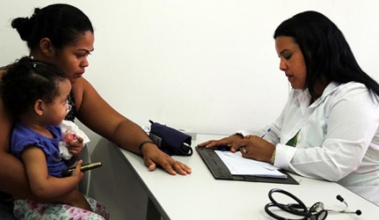 Mais Médicos é essencial para ampliar cobertura universal de saúde, diz coordenador da OPAS/OMS