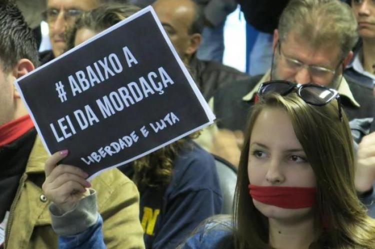 'Projeto Escola sem Partido é obscurantista e ameaça a liberdade', afirma especialista