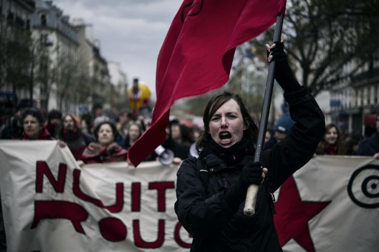 Causa de protestos na França, mudança em lei trabalhista deve chegar ao Brasil