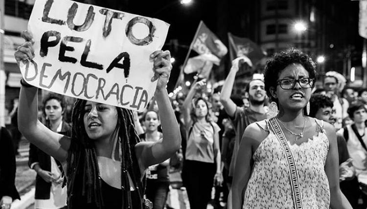Manifestações por todo o Brasil seguem pedindo por 'fora, Temer'