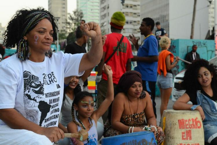 Feminismo, racismo e a relutância em reconhecer-se como opressora