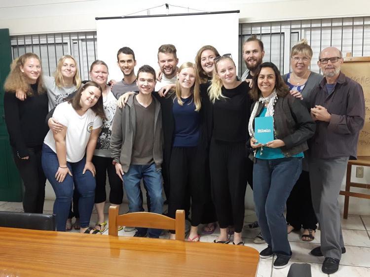 Jovens da Suécia conhecem a Leitura Popular da Bíblia