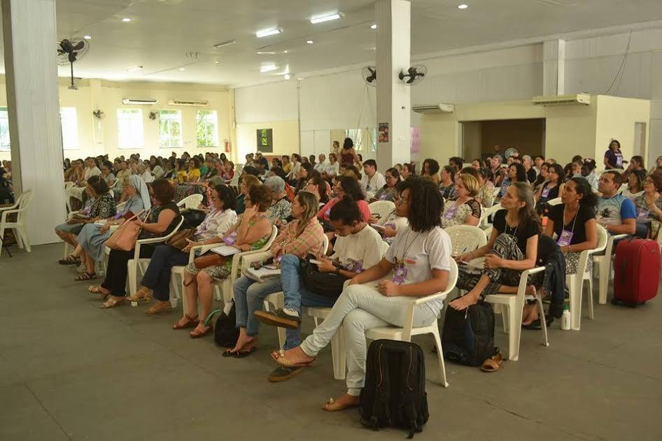 Plateia lotada recebe Ivone Gebara em Roda de Diálogo sobre Estado laico e teologia feminista