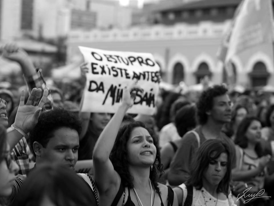 Mulheres protagonizam marcha histórica pelas ruas de Florianópolis