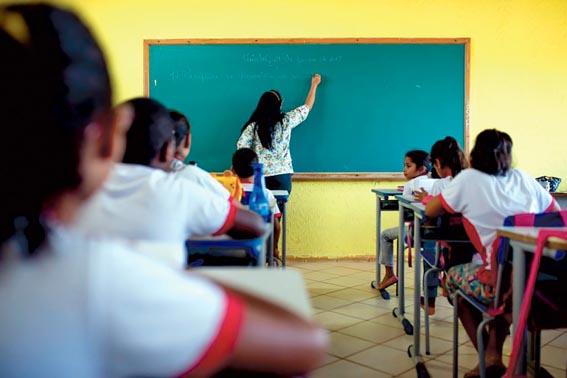 Professores sentem a precarização da carreira