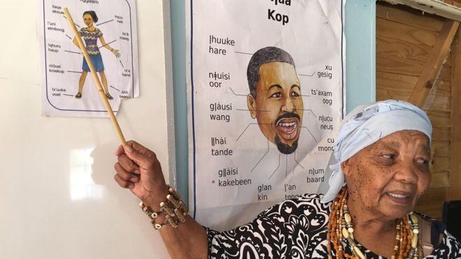 Katrina Esau luta para salvar a vida de sua língua materna.