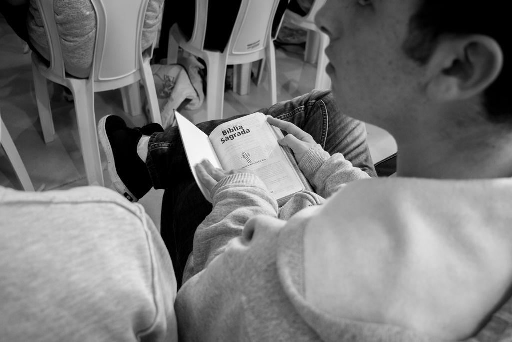 Juventudes e Bíblia: Leitura que aprisiona ou Leitura que liberta?