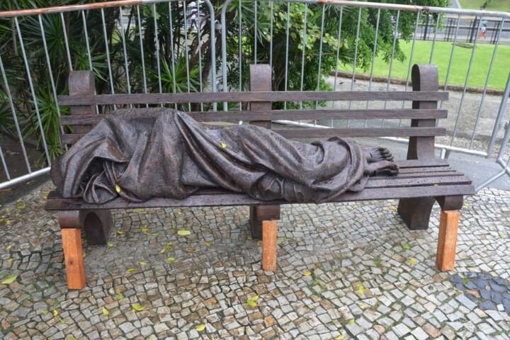 Dia Mundial dos Pobres: Catedral inaugura escultura do Cristo sem-teto