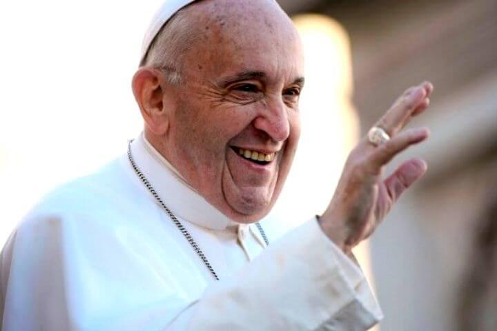 O Papa sob ataque e ameaça de golpe: acusado de amor!