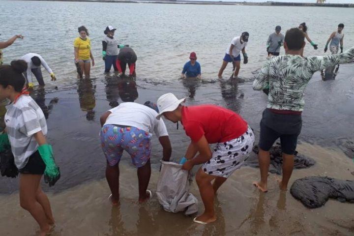 Movimento de Pescadores/as ocupam sede do IBAMA, em Salvador, para cobrar medidas sobre derramamento de óleo no estado da Bahia