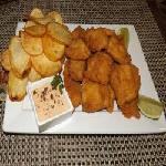 Tilápia com batata chips Pizzaria Ki Massa