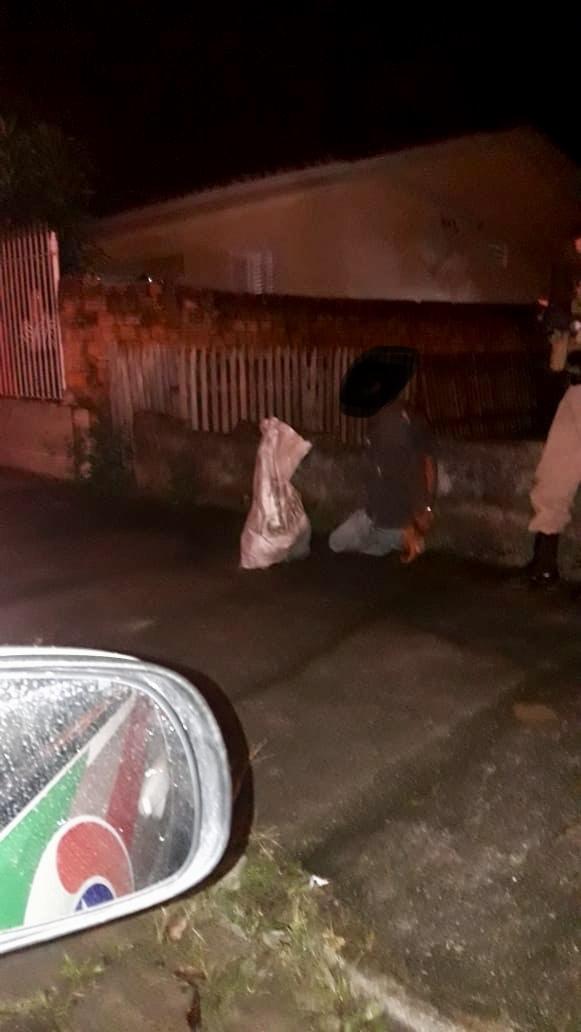 Ladrão é preso após furtar carnes de escola