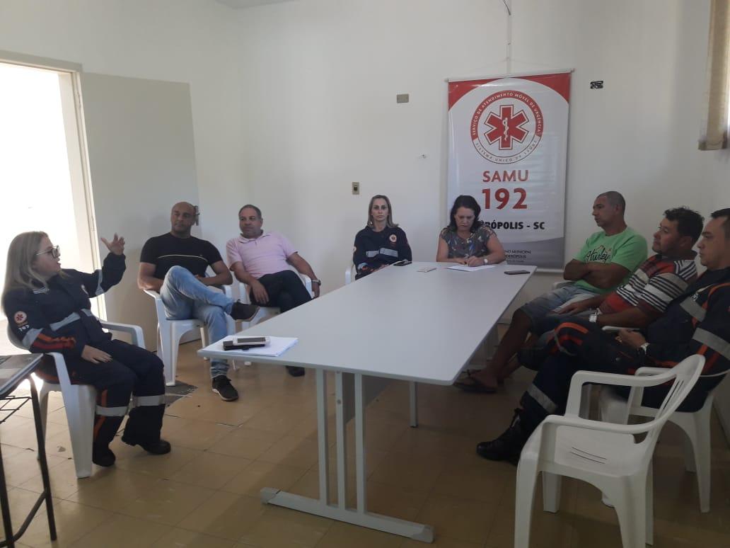 Equipe do Samu de Siderópolis participa de palestra sobre comunicação e ética entre equipes