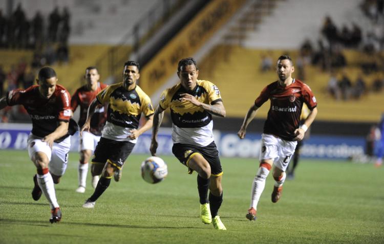 Em casa, Tigre empata com o Brasil de Pelotas