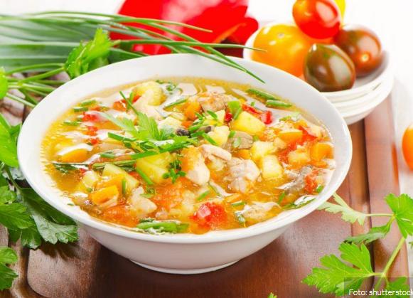 Sopa de legumes com frango é a receita do dia