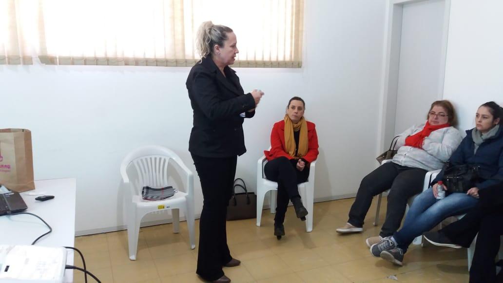 Equipe de enfermagem de Siderópolis participa de capacitação em curativos