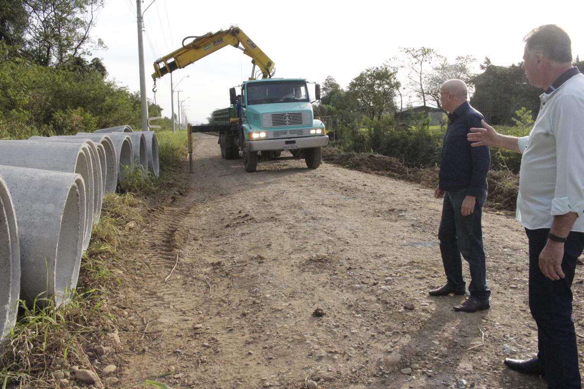 Governo de Forquilhinha entrega a ordem de serviço para pavimentar mais de 10 ruas