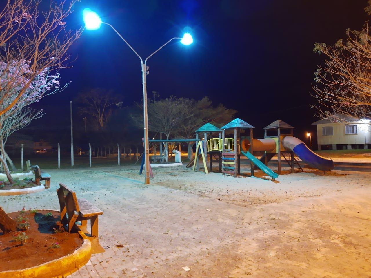 Praças recebem reforço na iluminação em Forquilhinha