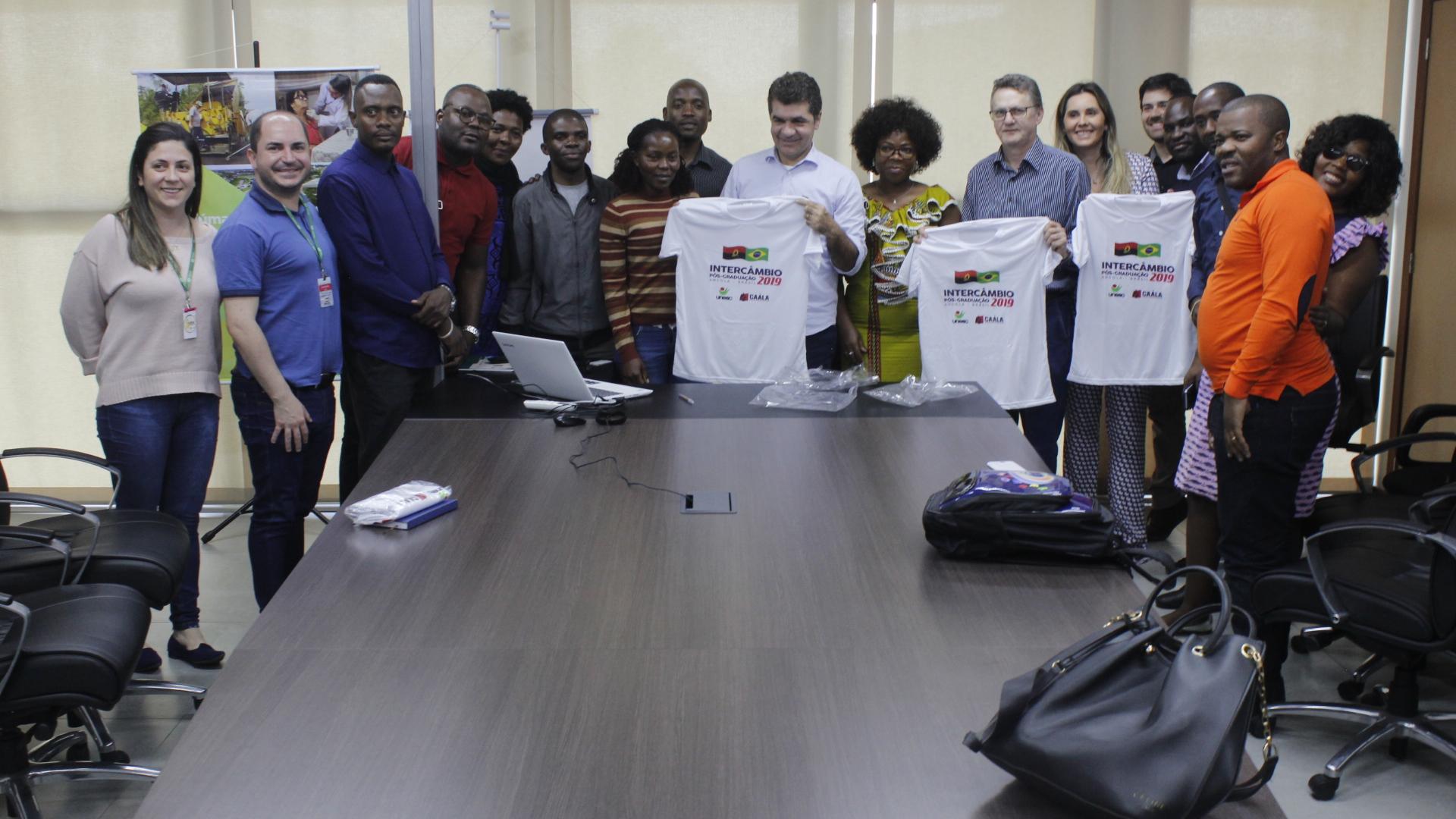 Estudantes angolanos realizam visita técnica na Prefeitura de Criciúma