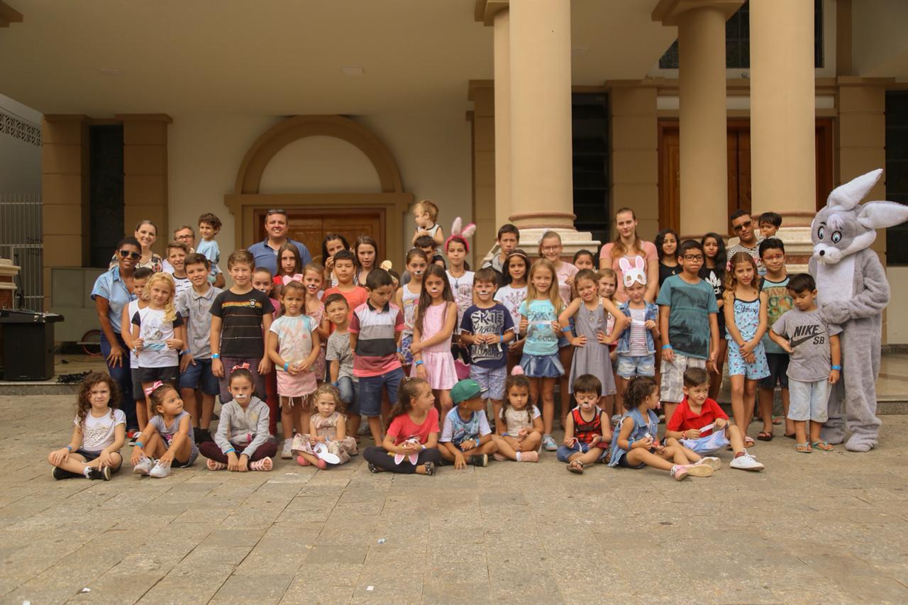 Içara: Páscoa Encantada divertem crianças na Praça da Matriz São Donato