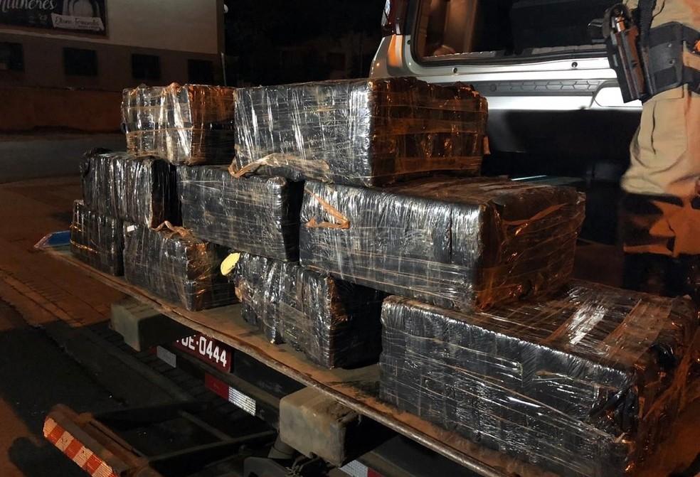 Ação da PRF e PM apreende 200 quilos de maconha em Chapecó