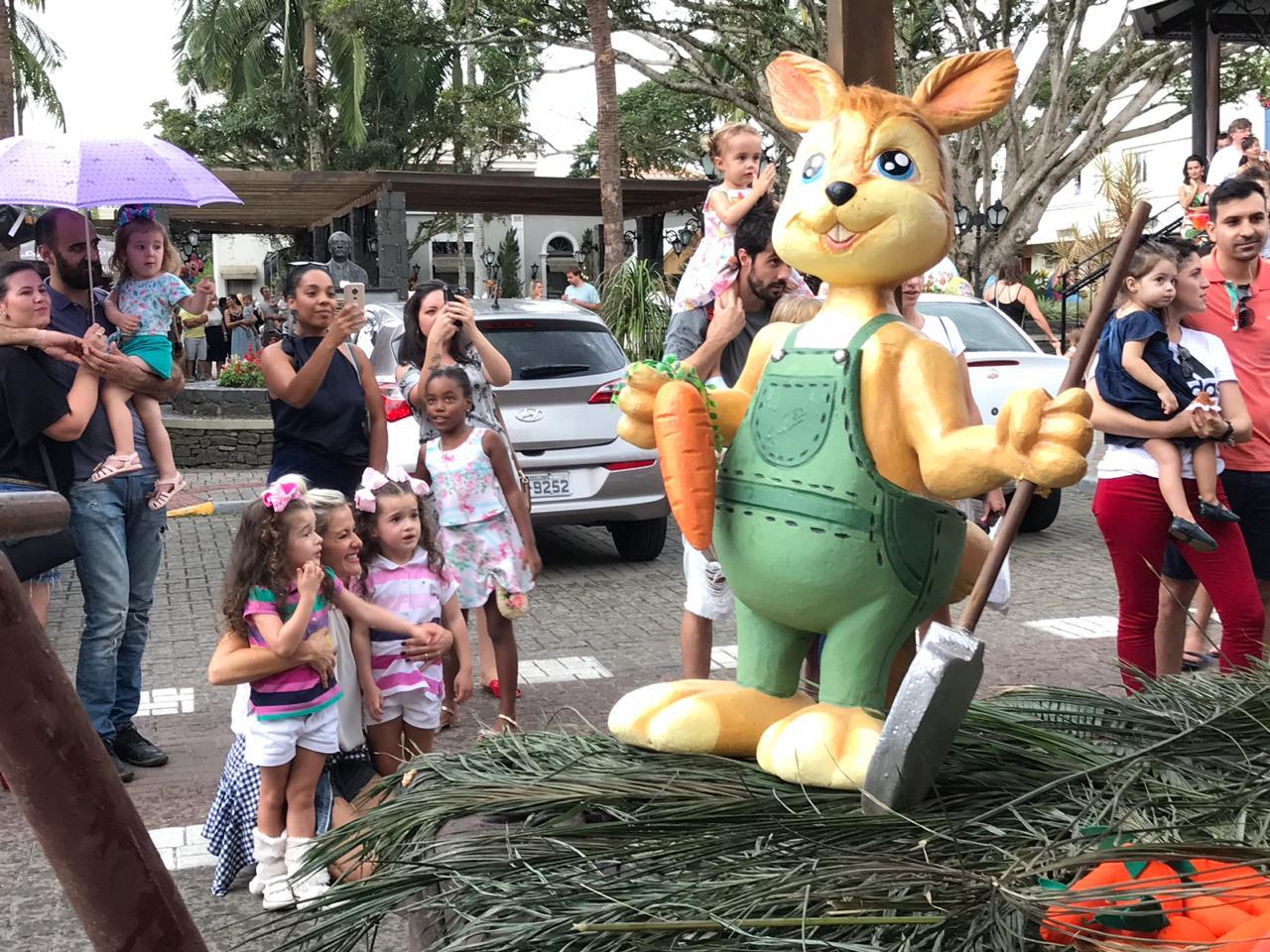Desfile Dolce Páscoa encantou Nova Veneza neste domingo