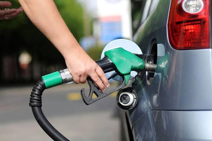 Petrobras volta a aumentar o preço da gasolina nas refinarias
