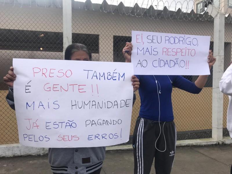Familiares de detentos realizam manifestações contra mudança nos dias de visita