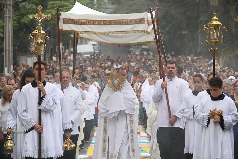 Solenidade de Corpus Christi leva católicos às ruas