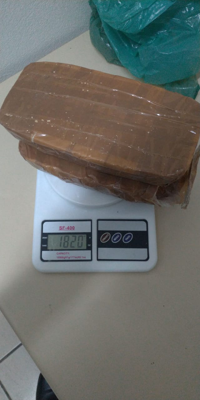 Em menos de três horas, PM apreende cerca de três quilos de drogas
