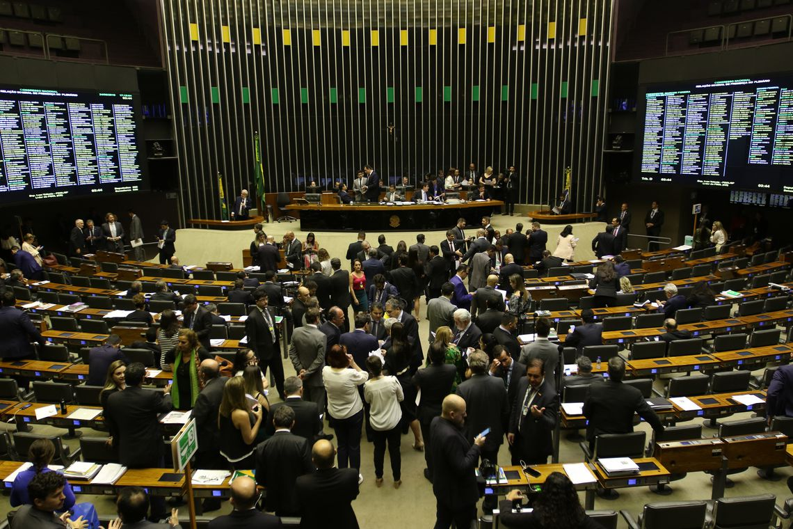 Congresso aprova Lei com previsão de salário mínimo de R$ 1.040