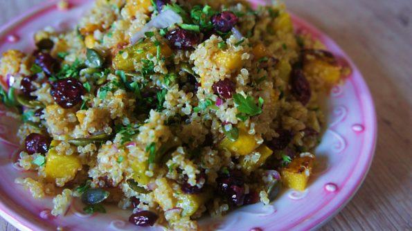 Receita de Salada de Quinoa Moranga Assada e Cranberry