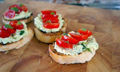 Receita de Bruschetta de Ricotta e Tomate Cereja