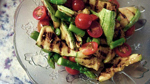 Salada de Abobrinha Grelhada Aspargos e Tomate Cereja