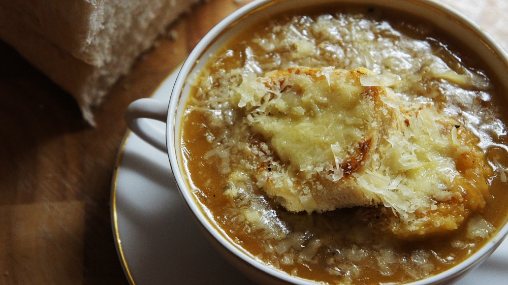 Receita de Sopa de Cebola com Queijo Gruyere