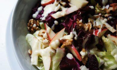 Salada de Folhas, Nóz, Maçã e Queijo de Cabra