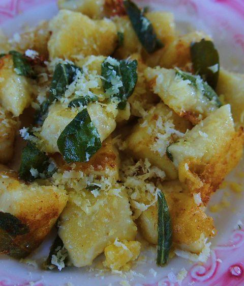 Receita de Nhoque com Molho de Manteiga e Salvia
