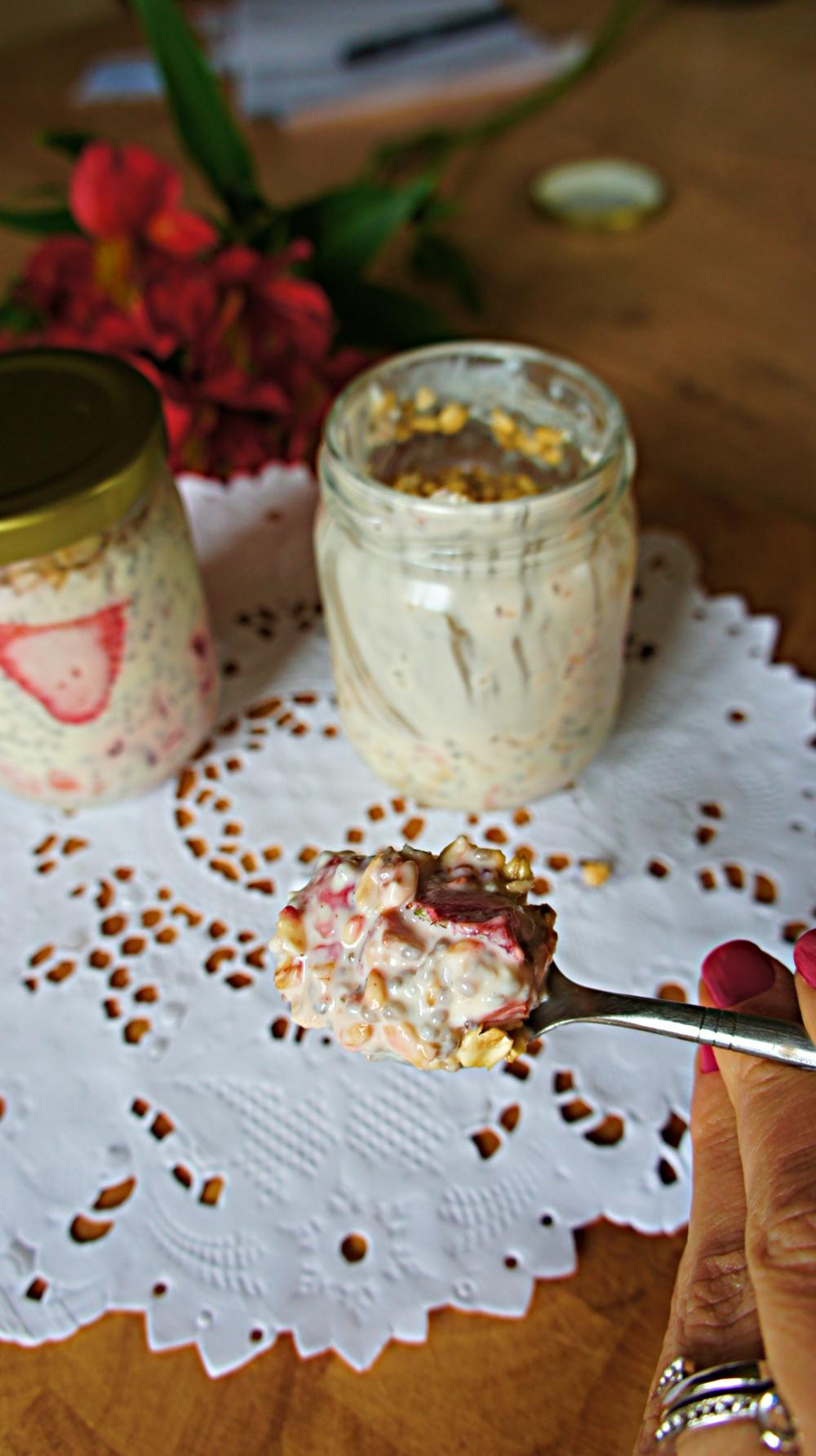 receita de pudim de chia, flocos de aveia e morango