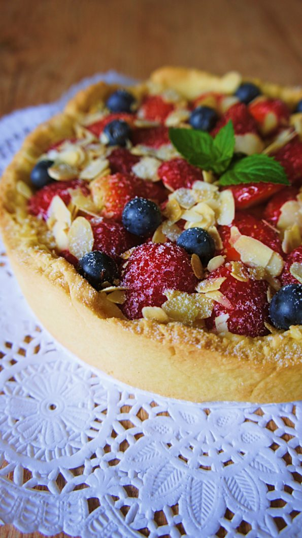 Receita de Torta de Frutas Vermelhas e Creme de Baunilha