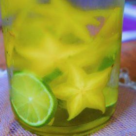 Receita de Água Aromatizada com Carambola e Limão