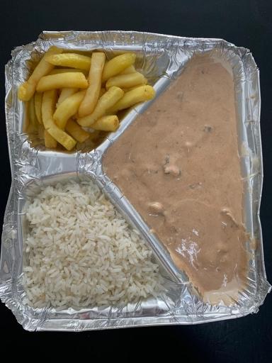 Strogonoff de Carne - Arroz e Batata Frita